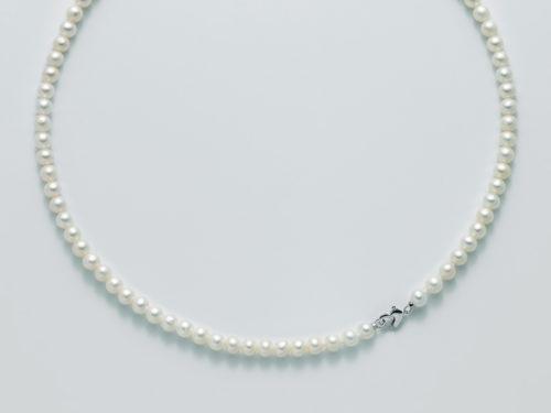 Collana Yukiko PCL5267Y in oro con perle. Chiusura a forma di cuore.