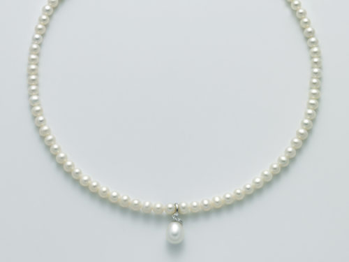Collana Yukiko PCL5759Y in oro con perle e pendente.