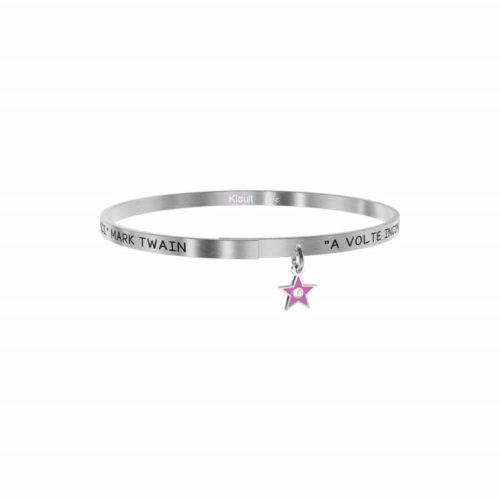 """Bracciale Kidult Donna731879 della collezione Love. Bracciale realizzato in acciaio inossidabile silver con pendente a forma di stella e citazione incisa: """"A volte incontri persone che non puoi dimenticare. Quelli sono i tuoi amici - Mark Twain -"""""""