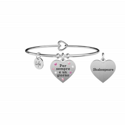 """Bracciale Kidult Donna731872 della collezione Love. Bracciale realizzato in acciaio inossidabile silver con pendente a forma di cuore, impreziosito da cristalli colorati e citazione incisa: """"Per sempre e un giorno"""""""