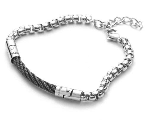 Bracciale Uomo 4US Cesare Paciotti 4UBR3523 della collezione Black Spiral. Bracciale in acciaio con elemento centrale a forma di spirale in pvd nero. Lunghezza 22 cm; regolabile grazie alla chiusura a moschettone.