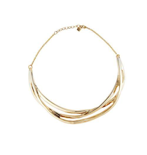 Collana Donna Uno de 50 COL1480ORO0000U della collezione Nihiwatu Beach. Choker in metallo laminato d'oro composto da tre strisce sovrapposte e incrociate. Lunghezza regolabile 25 - 23 cm. Gioiello 100% realizzato a mano da UNOde50, Spagna.