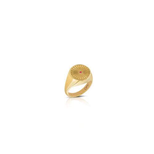 Anello Donna Opsobjects OPS-ICG02-08 della collezione Icon Cassiopea. Anello in argento 925 placcato oro giallo con zircone rosso centrale. Disponibile in diverse misure.