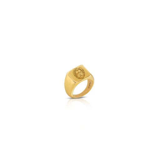 Anello Donna Opsobjects OPS-ICG07-08 della collezione Icon Leo. Anello in argento 925 placcato oro giallo con testa di leone incisa. Disponibile in diverse misure.