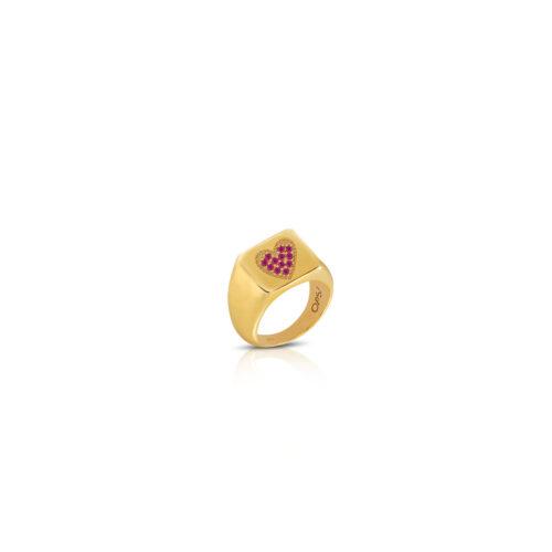 Anello Donna Opsobjects OPS-ICG12-08 della collezione Icon Affair. Anello in argento 925 placcato oro giallo con zirconi rossi disposti a forma di cuore. Disponibile in diverse misure.