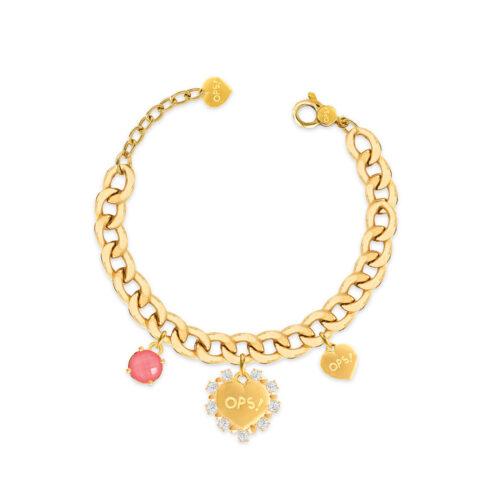Bracciale Donna Opsobjects OPS-LUX12 della collezione Fashion Love. Bracciale in ottone placcato oro 24k, con catena groumette, pendenti a forma di cuore e pietra colorata rossa.