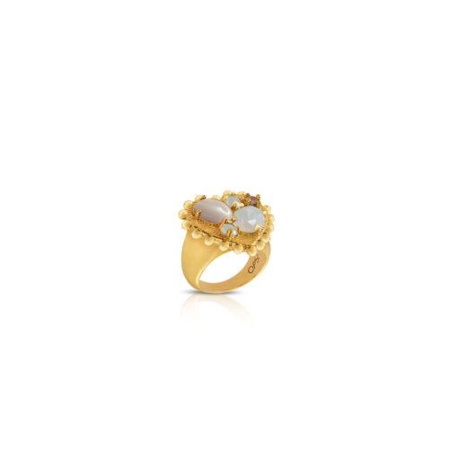 Anello Donna Opsobjects OPS-LUX39-14 della collezione Precious Love. Anello a forma di cuore in ottone con placcatura oro giallo e pietre grigie e bianche. Disponibile in diverse misure.